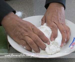 Step 1: Add just enough water to the malagkit rice flour to form a dough and knead the dough until smooth.