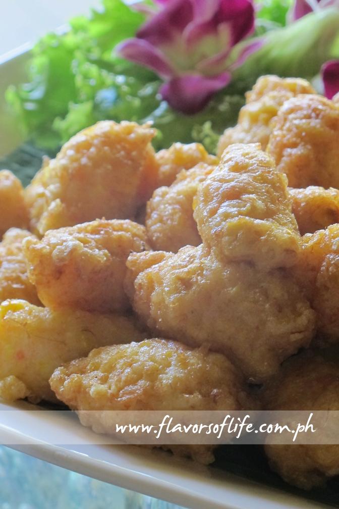 Tod Man Khaopod (Deep-fried Corn Cake with Shrimps)