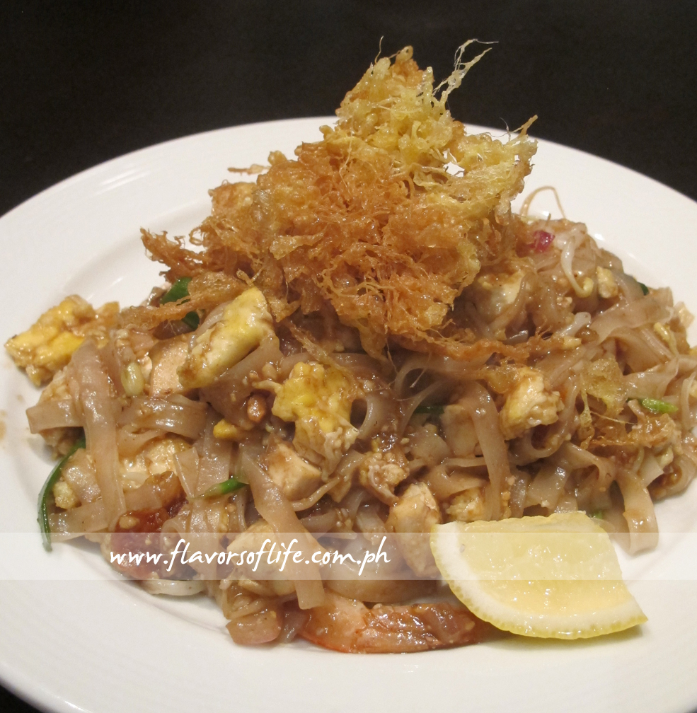 Phad Thai (Stir-fried Thai Noodles with Shrimps and Peanuts)