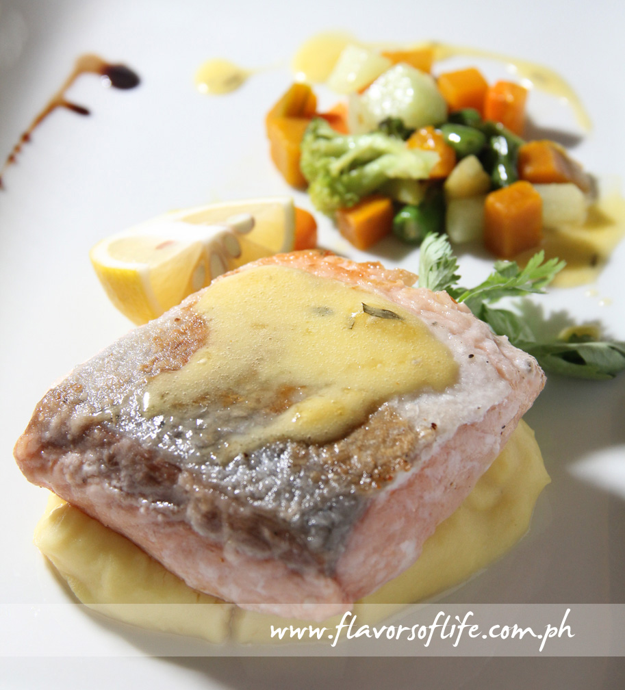 Pan-seared Salmon with Mashed Potato and Vegetables