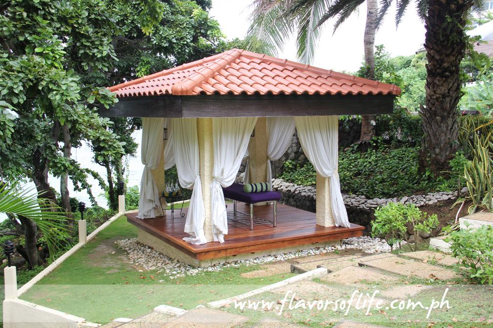 Massage area overlooking the sea