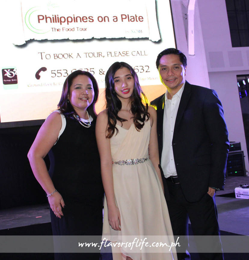 Sandee and Andrew Masigan flanking their daughter Amanda