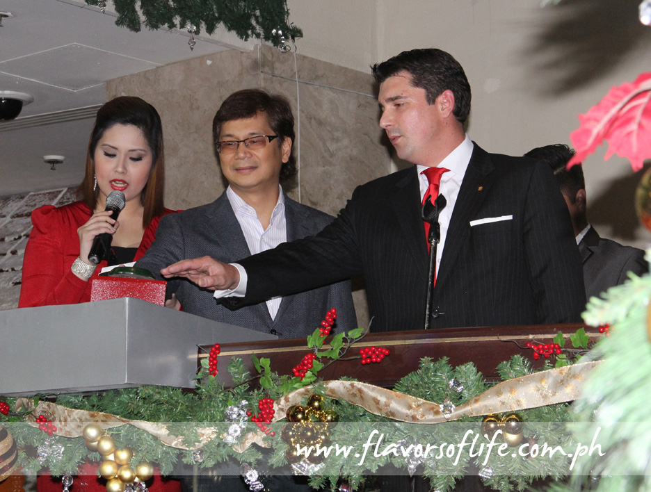 Symbolic switching on of the 20-foot-high Christmas tree at the hotel lobby by Mandaluyong City Mayor Benhur Abalos Jr. and Edsa Shangri-La Manila GM Patrick Schaub