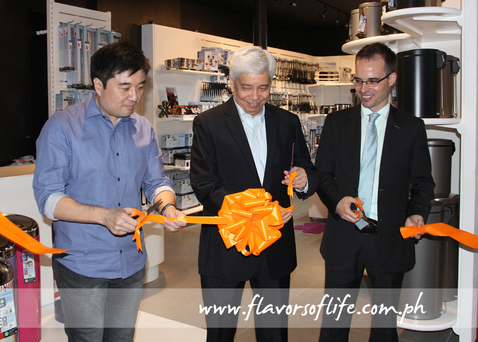 Cutting the ceremonial ribbon, from left: Nelson Guevarra, president, Garden Barn Inc.; Virgilio Lim, president, Suyen Corporation; and Danny den Hartog, sales manager for Asia Pacific, Brabantia