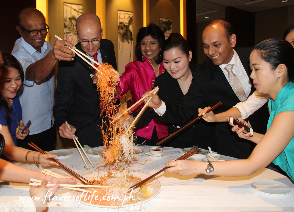Singaporean Ambassador Hirubalan V P, Makati Shangri-La GM Alain Borgers, Mrs. Mano Totamby and restaurant manager Agnes Chua leading the Prosperity Toss at the other table