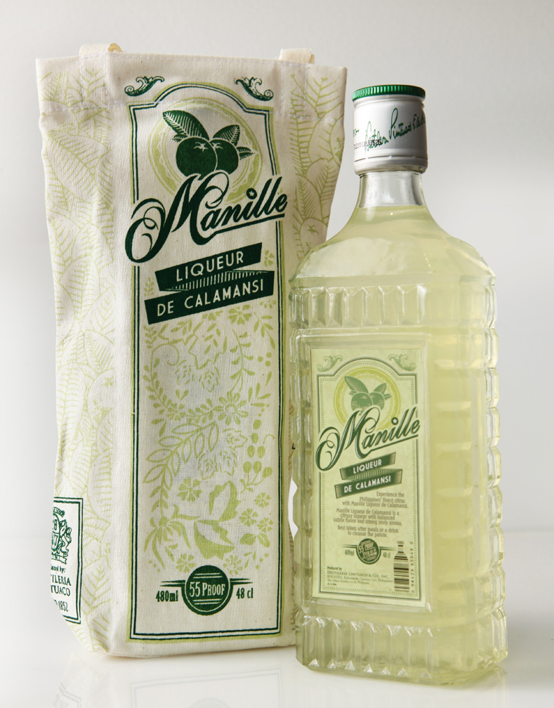 Manille Liqueur de Calamansi in gift bags made of cheesecloth