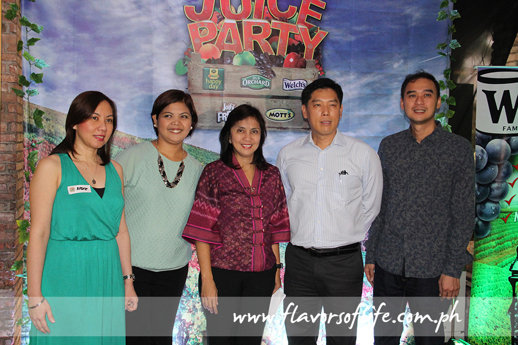 At the Juice Party hosted by Fly Ace Corporation, from left: marketing manager Teresa Conda, product manager Jasmine Capule, Congresswoman Leni Robredo, president Jun Cochanco, and EVP for sales and marketing Larry Cochanco