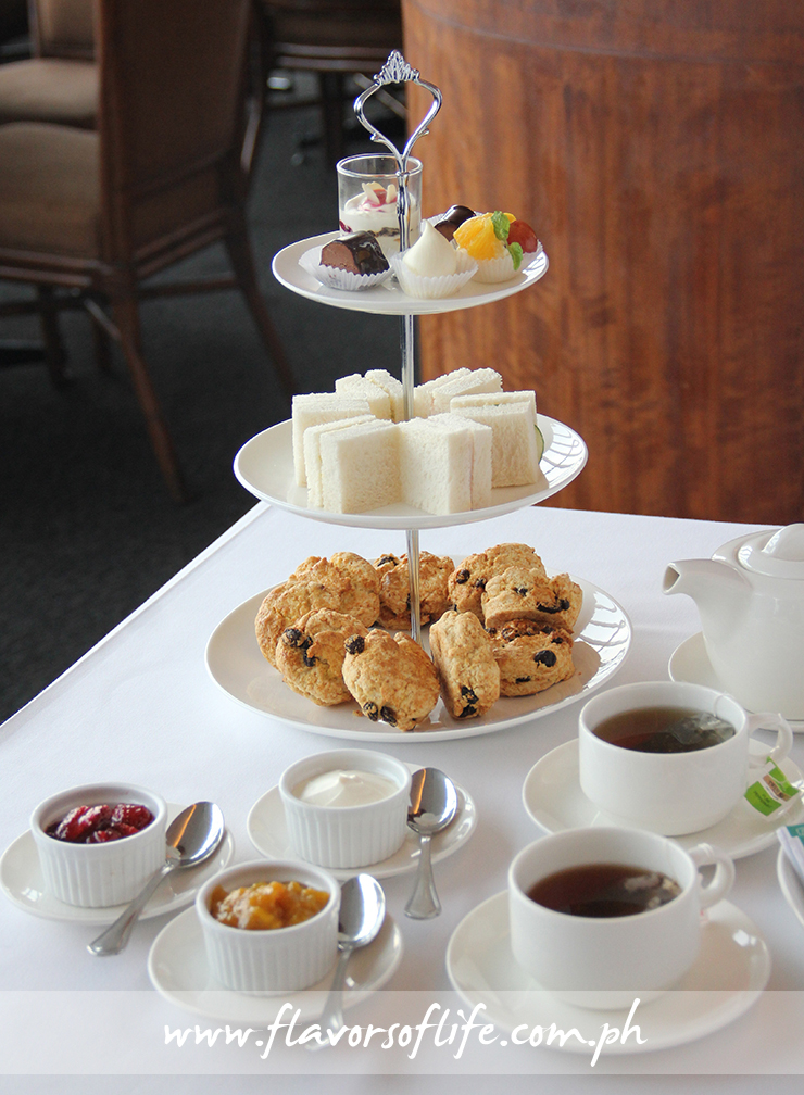 The complete Traditional Way High Tea Set