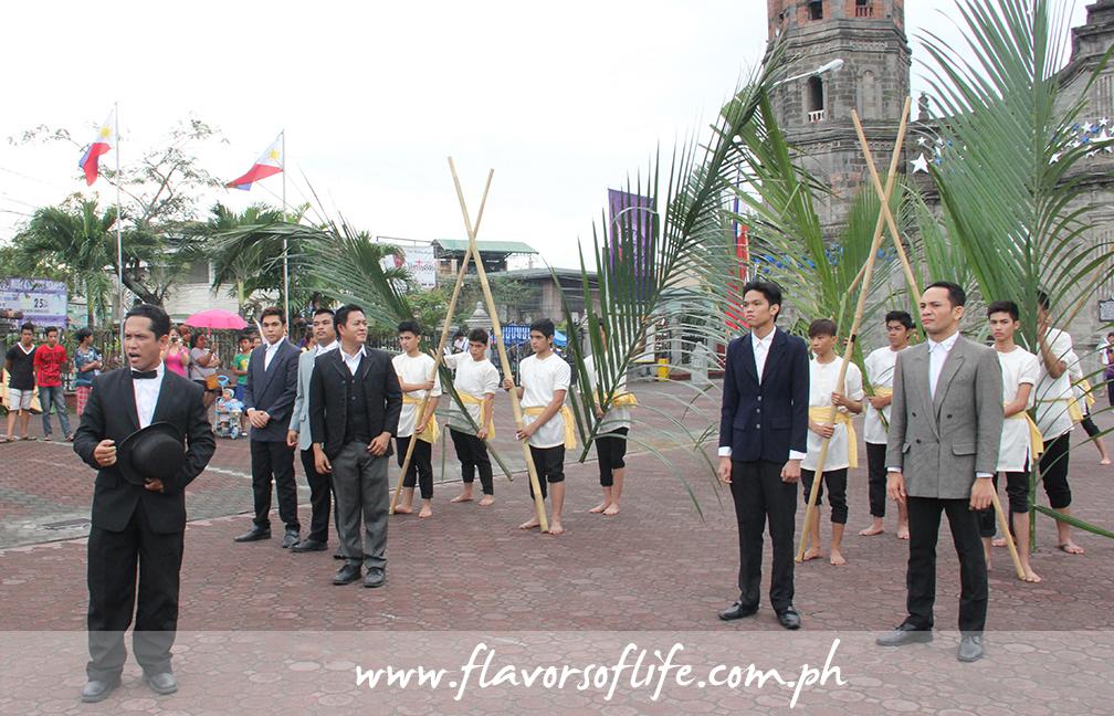The Christmas lantern parade began with a short historical and cultural presentation by the Barasoain Kalinangan