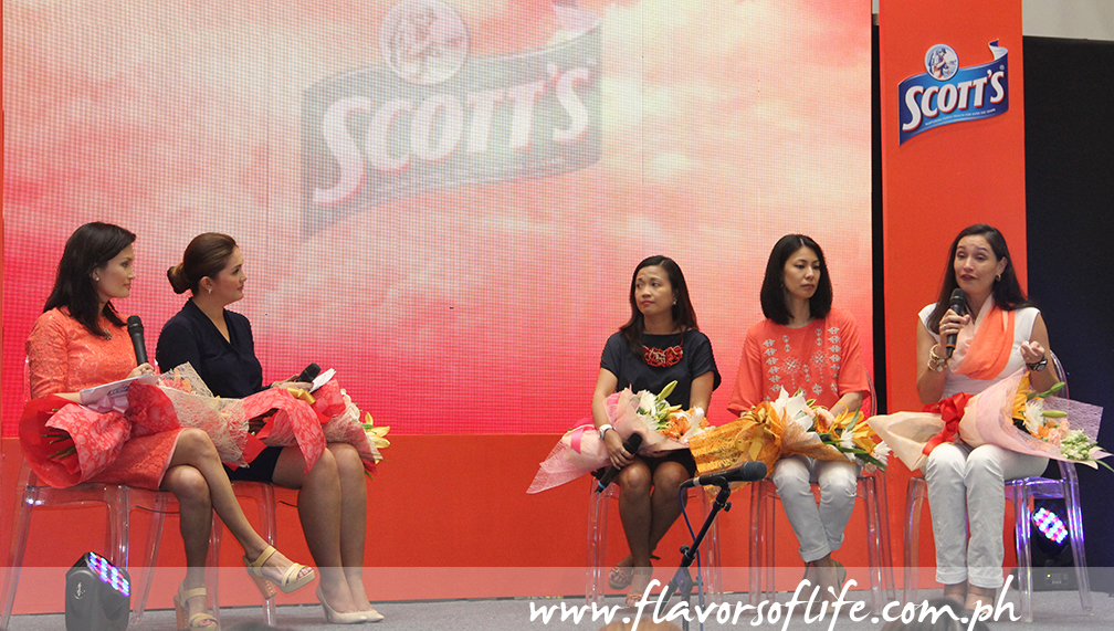 Event hosts Daphne Osena-Paez and Dimples Romana talks to moms Fleur Sombrero, Michelle Lim and Michelle Aventajado about motherhood in a forum