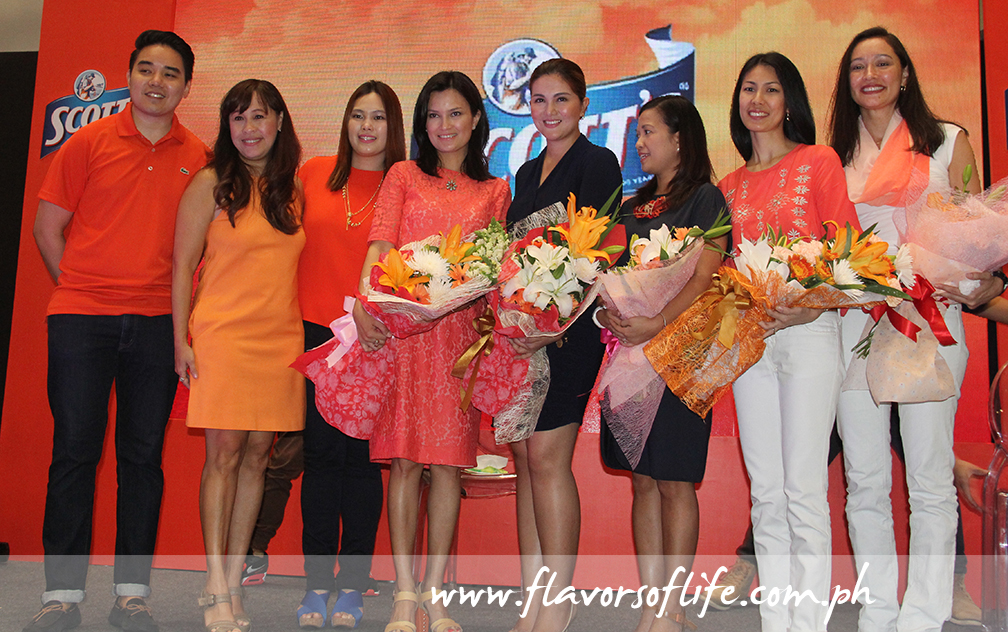 At the 'Momazing' Campaign launch, from left: GSK head of consumer healthcare Randy Silva and Gikki Martija, product manager Joyce Uong, event hosts Daphne Osena-Paez and Dimples Romana, and featured moms Fleur Sombrero, Michelle Lim and Michelle Aventajado