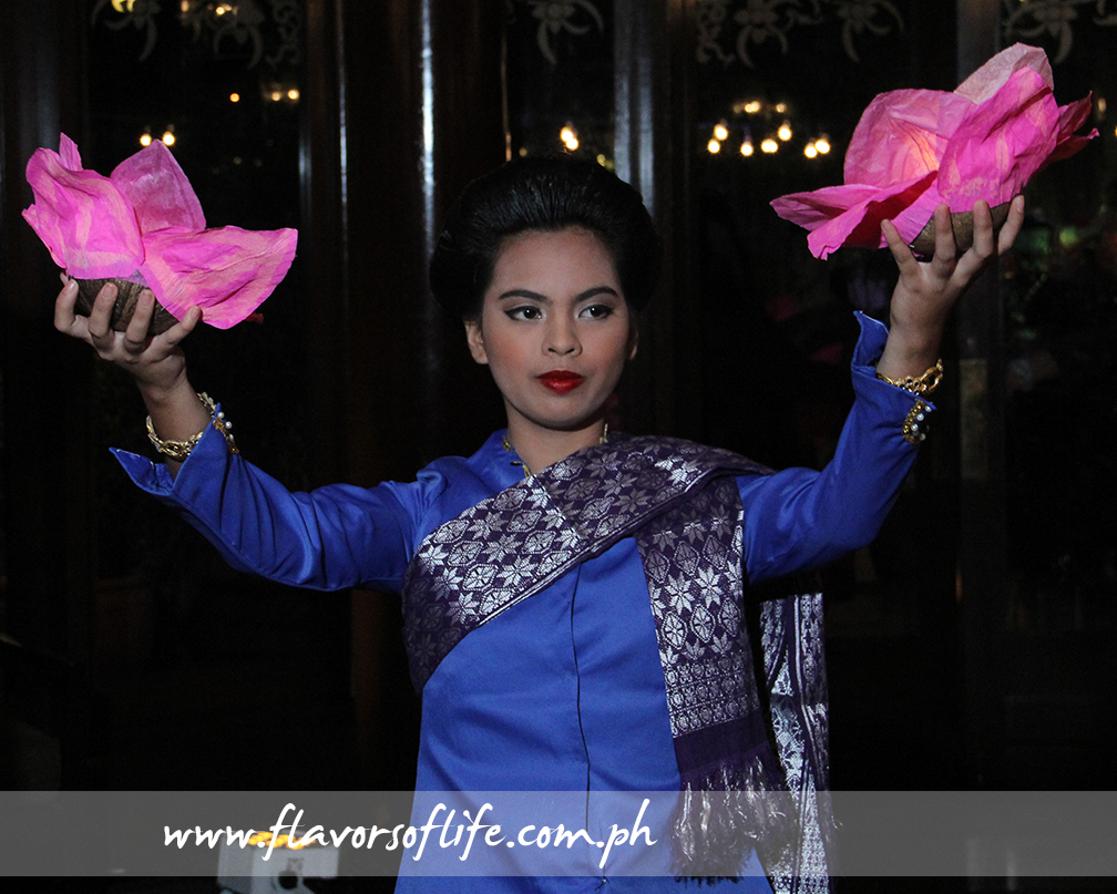 'Loi Krathong' dance