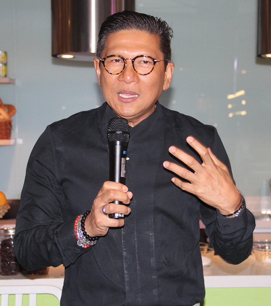 Junie Del Mundo spoke about how enamored Chef Sau del Rosario was with Paris and how he is now as a neighor