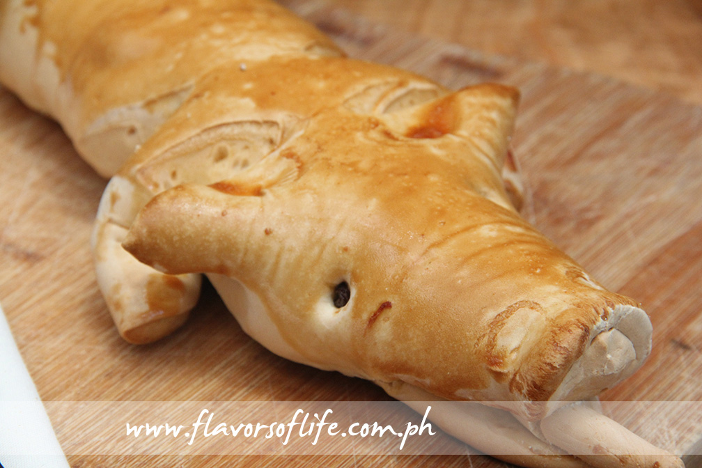 Lechon-shaped bread