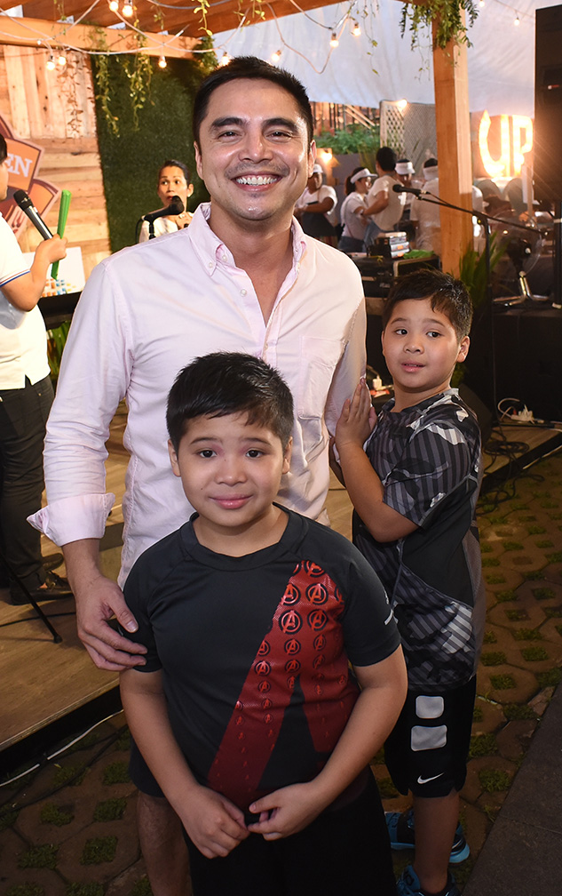Marvin Agustin and his kids