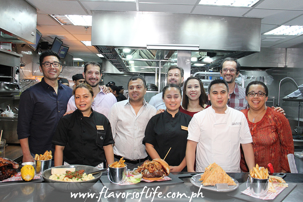 Global Restaurant Concepts Inc.'s Griffith Go and Archie Rodriguez (extreme left) and corporate chef Paolo Gutierrez () with the Applebee's staff at the open kitchen