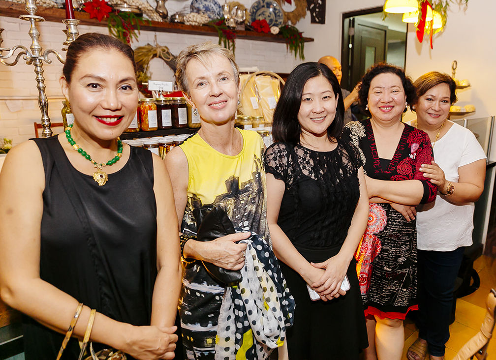 Ginny Roces-De Guzman, Jacqueline Alleje, Carrie Madrid, Kathy Sion and Queenie Paras