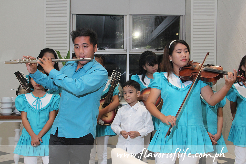 The kids of Children's Joy Foundation serenade guests with Christmas carols