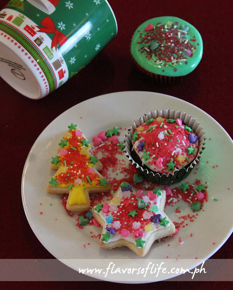 The holiday cookies and cupcakes I decorated during the 'Santa's Workshop' afternoon session at Summit Ridge Tagaytay