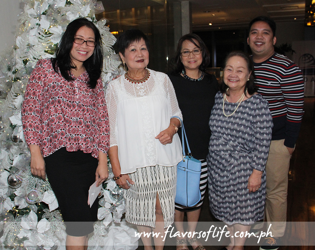 At the Thanksgiving Dinner, from left: Reji Retugal-Onal, Editha Singian, Evelyn Mercurio, Lulu Virtusio and Choy Medina