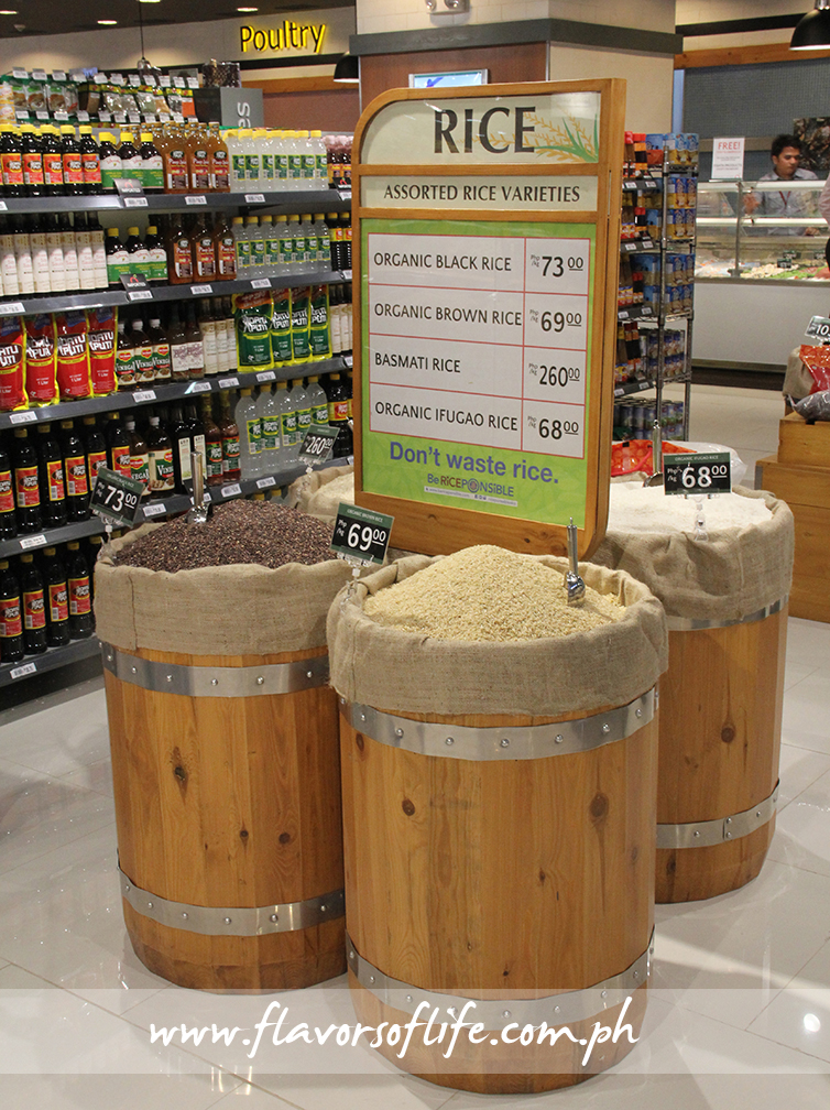 Rice varieties in wooden barrels