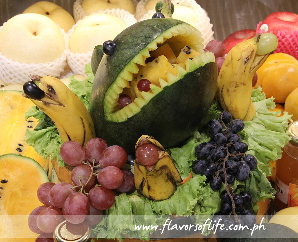 'Shark an dolphins' fruit and vegetable display
