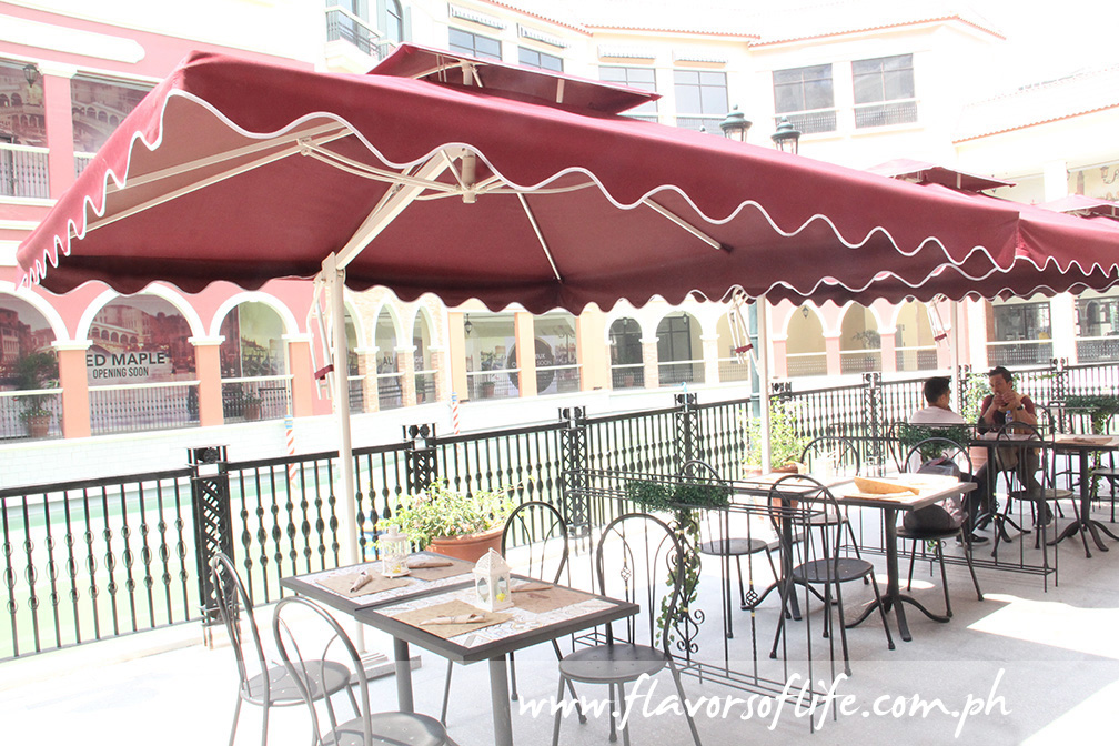 Al fresco dining by the grand canal at Venice Grand Canal Mall