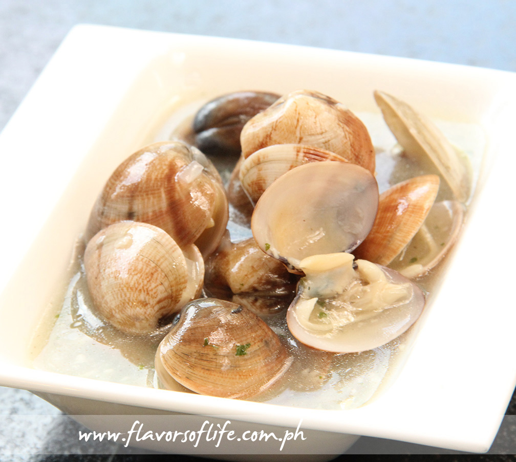 Almejas en Salsa Verde (Clams in Green Sauce)