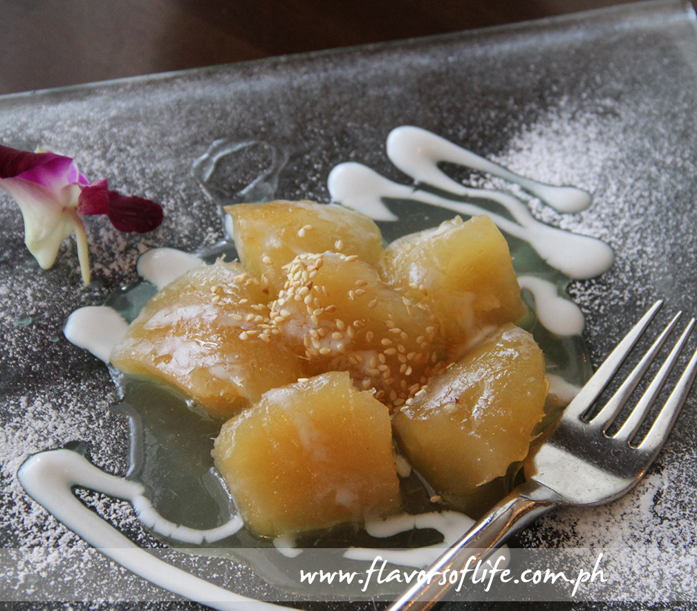 Mun cheum (Sweetened Cassava Topped with Coconut Milk)