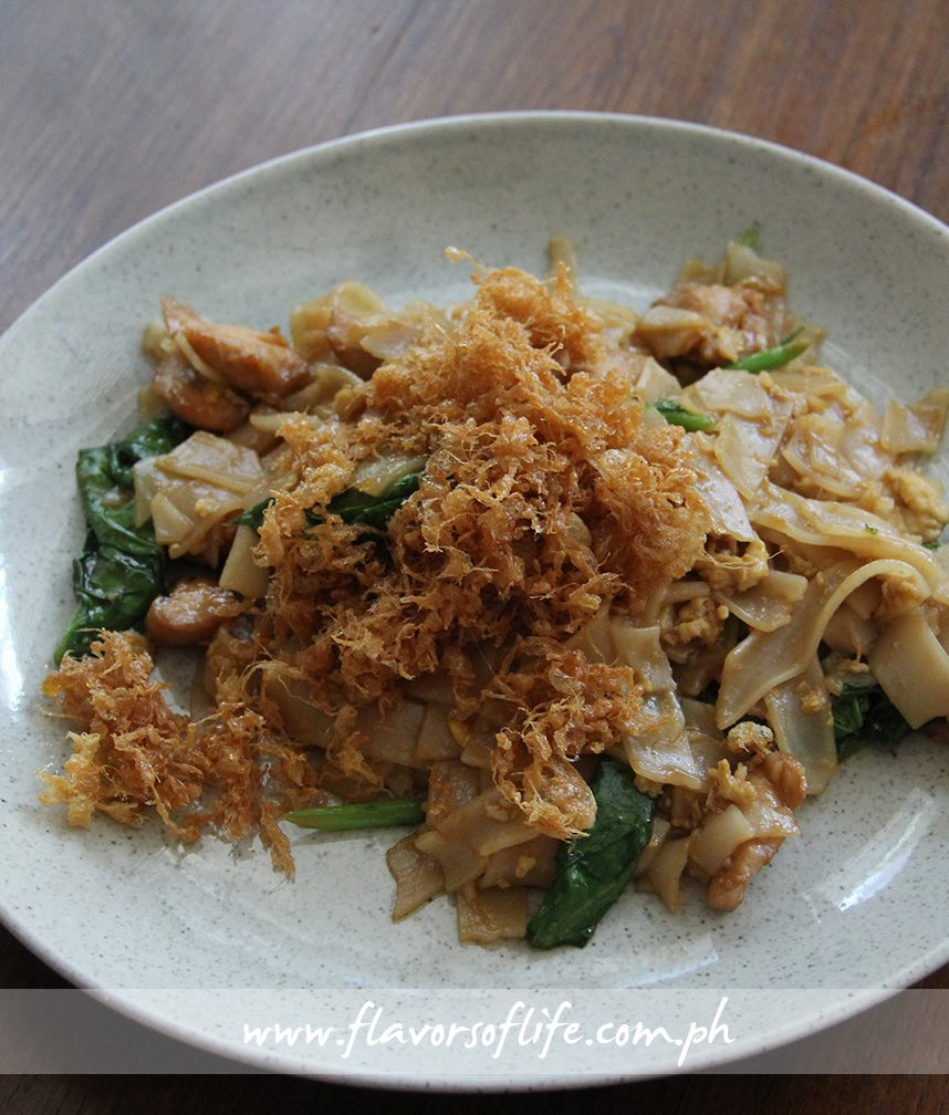 Phad See Iw Gai (Stir-fried Rice Noodles in Soy Sauce with Chicken)