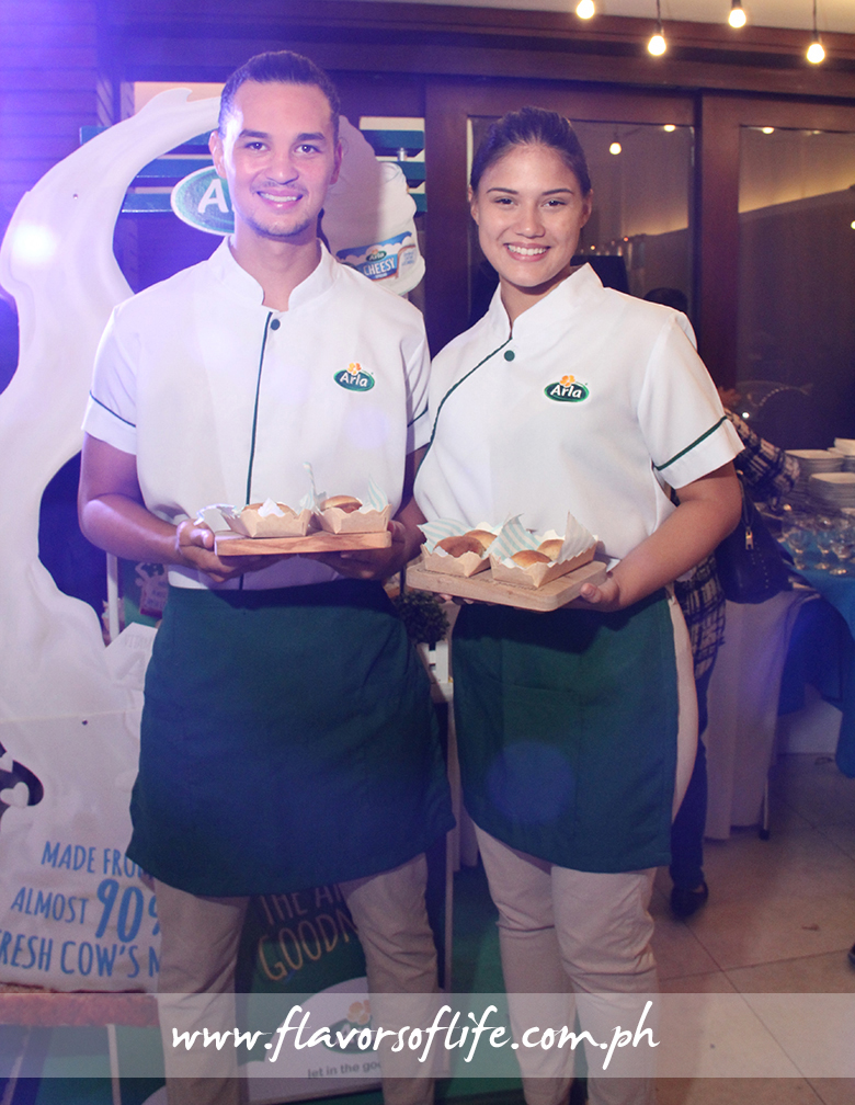 Models serving pandesal filled with yummy Arla Cheesy Spread during the launch held at Blue Leaf Pavilion