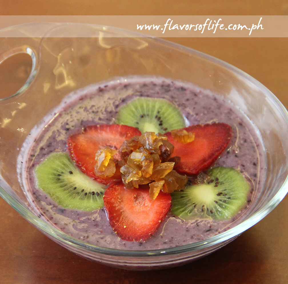 Greek Yogurt with Berries by Detoxify Bar