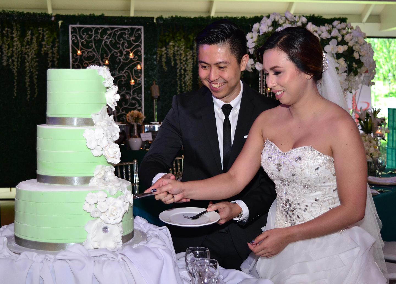 Cake slicing at the wedding corner