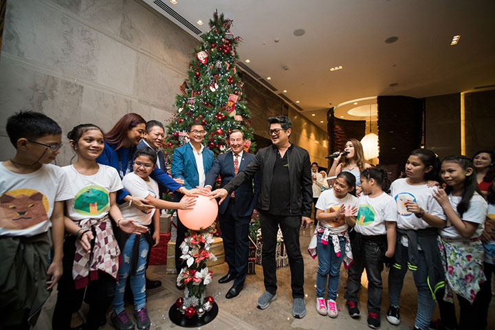 Leading the Christmas tree lighting, from left: Christine Bersola Babao, Mr. Samuel, Marco Polo Ortigas' GM Frank Reichenbach, and Julius Babao