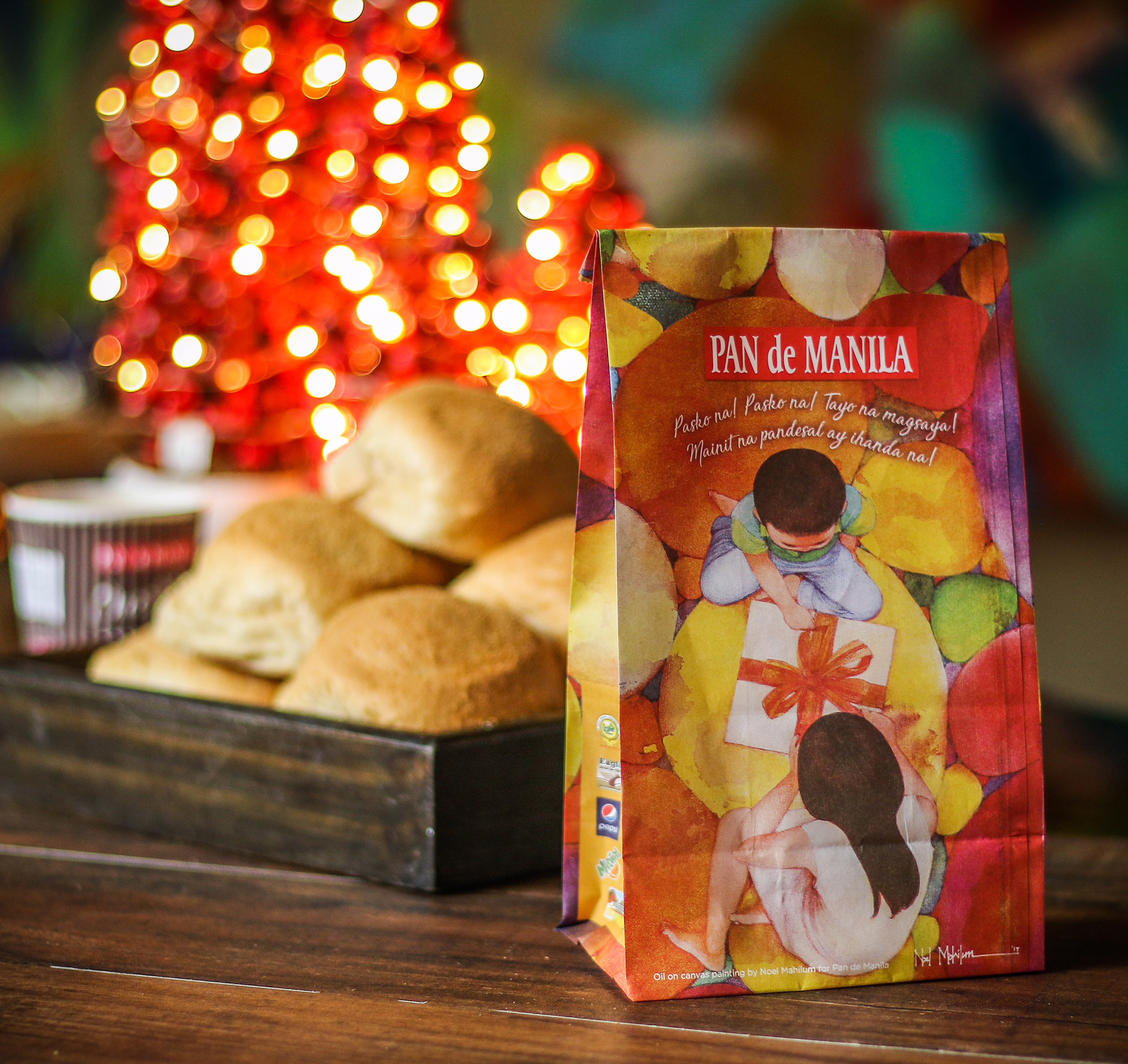 It's beginning to look a lot like Christmas at Pan de Manila, with its Christmas paper bags featuring the artwork of Antipolo-based artist Noel Mahilum