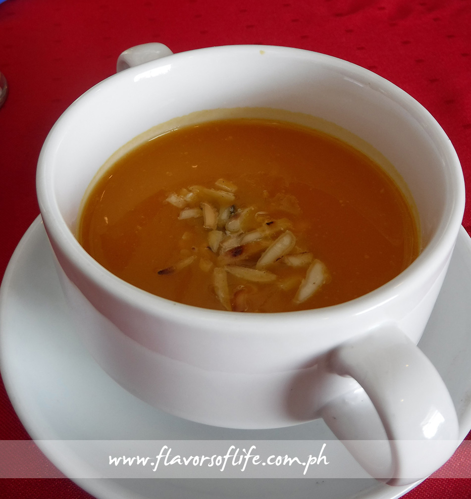 pumpkin carrot soup with slivered almonds-DSCF9381