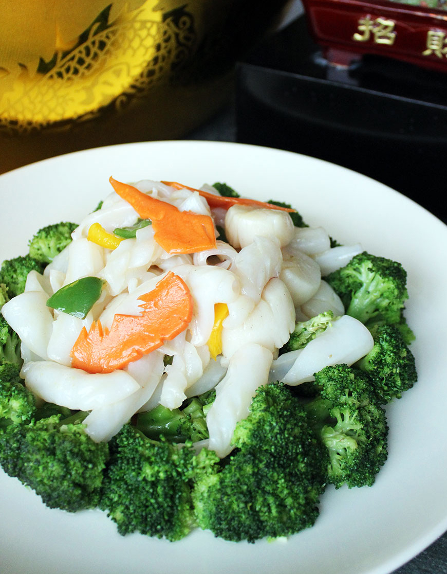 Sauteed Fresh Scallops with Fresh Squid and Broccoli