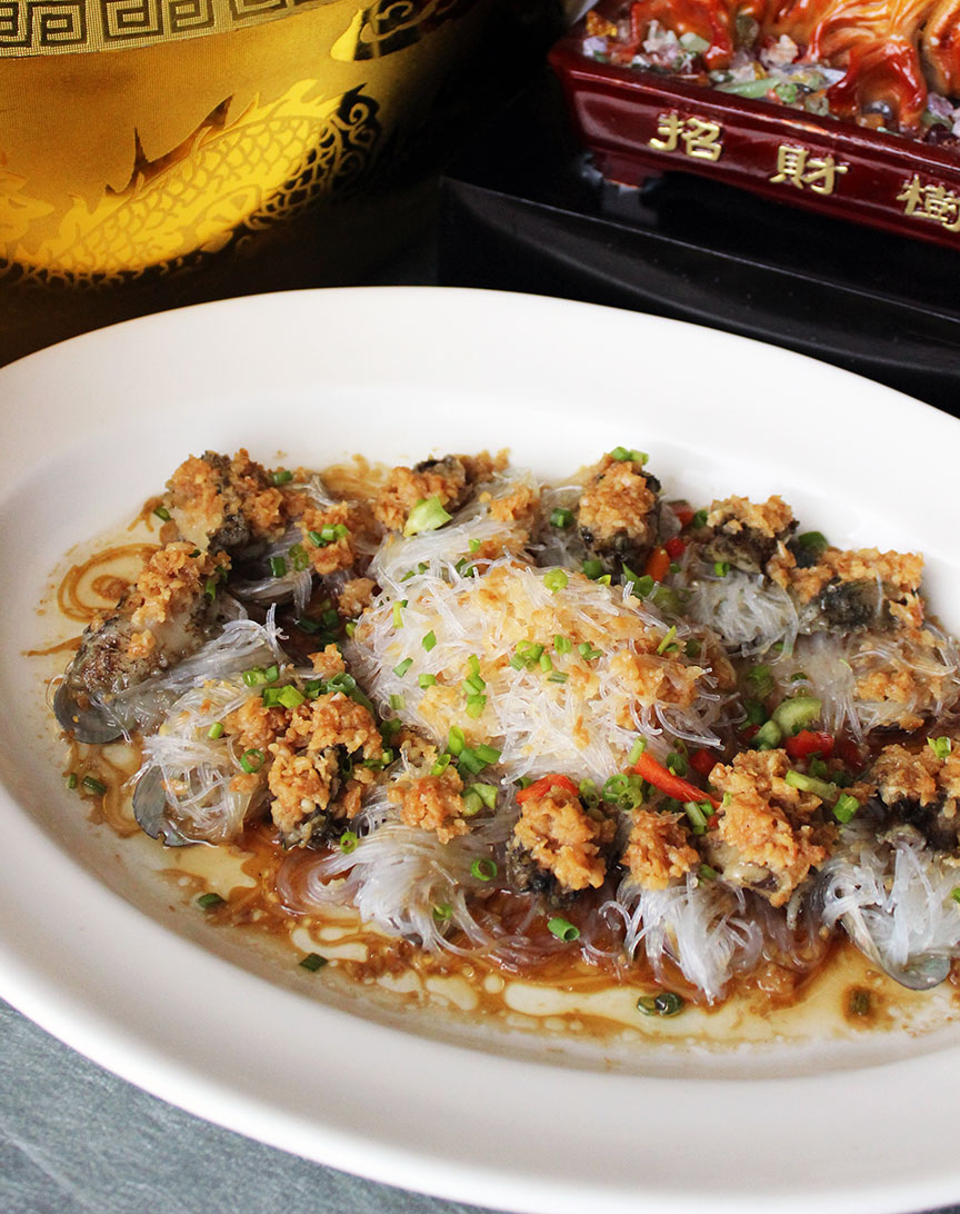 Steamed Live Abalone with Minced Garlic
